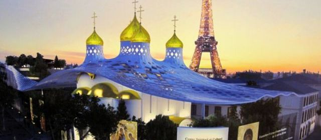 Model af russisk kirke- og kulturcenter i Paris