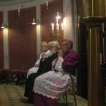 I forgrunden to biskopper, en katolsk og en ortodoks