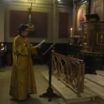Sangeren indføjer dagens vers i læsningen